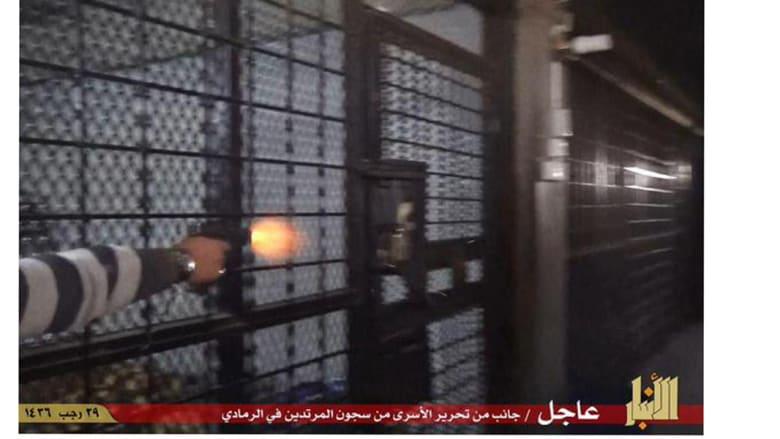 داعش يطلق سراح السجناء في الرمادي