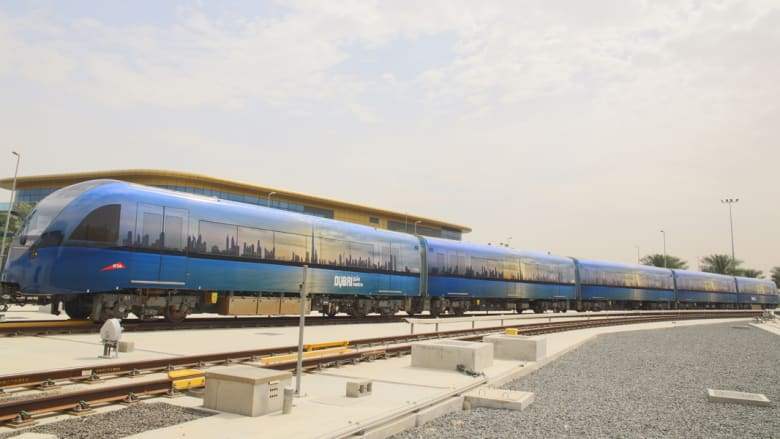 مترو دبي مغلف بصورة التقطها الشيخ حمدان بن محمد بن راشد آل مكتوم