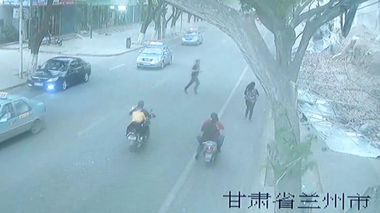 مقتل اثنين وإصابة آخرين بعد سقوط جدار بسبب الرياح في الصين