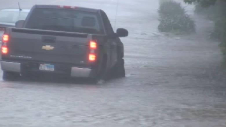 عواصف وفيضانات تجتاح عددا من المدن والولايات في أمريكا