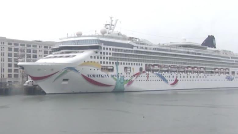 بالفيديو.. 3700 راكب تعلق بهم سفينة نرويجية بشعب مرجانية في عرض البحر