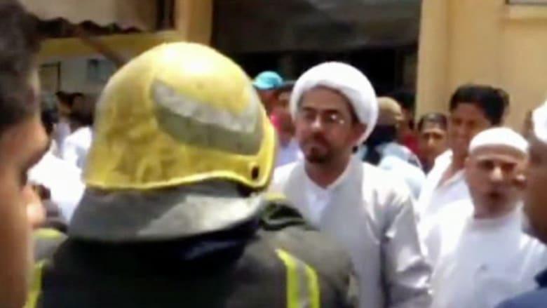 بالفيديو.. لقطات أولية من موقع الانفجار في مسجد بالقطيف شرق السعودية