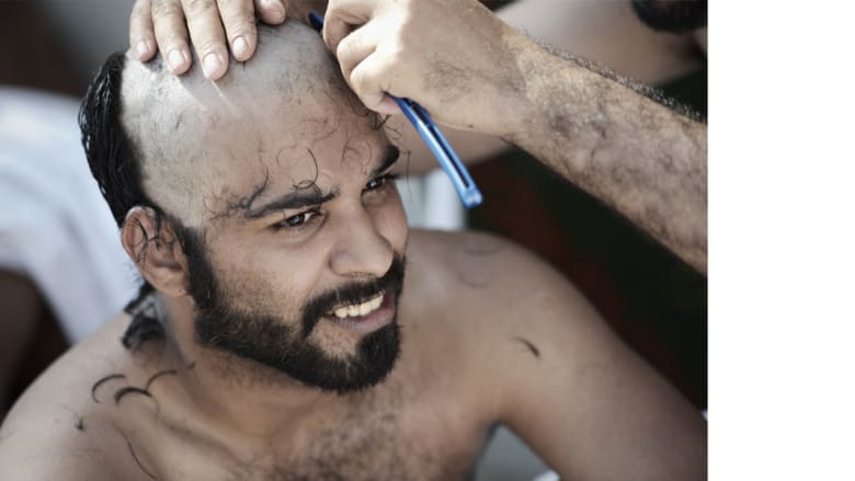 حلق الرأس أو تقصير الشعر من شعائر الحج عند المسلمين