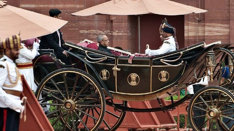 الخيول في الهند..من العمل في البناء إلى الرقص في المهرجانات وحفلات الزفاف