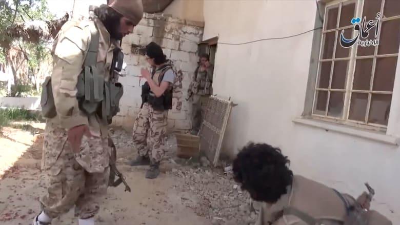 شاهد.. مقاتلو داعش يدخلون إلى تدمر السورية
