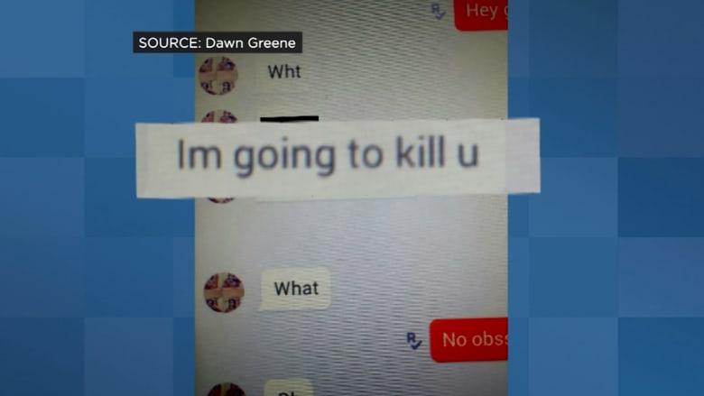 """بالفيديو.. أم تُخرج طفلتها من المدرسة.. بعد رسائل تهديد بذيئة عبر """"كيك"""""""