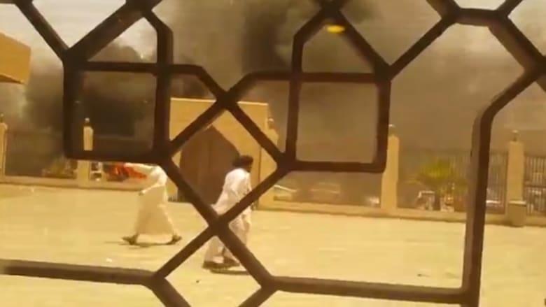 شاهد.. لحظة وقوع تفجير انتحاري استهدف مسجدا للشيعة بالدمام شرق السعودية