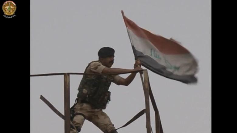 """شاهد.. تحرير منطقة سيد غريب وإنزال راية """"داعش"""" في فيديو لوزارة الدفاع العراقية"""