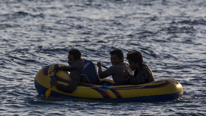 مهاجرون يتسللون