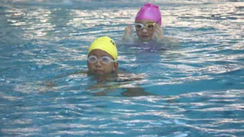 تملك مسبحا في المنزل؟ هكذا تحمي أطفالك من الغرق!