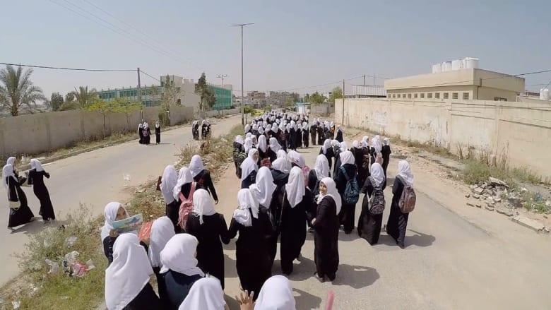 فيديو مذهل من فوق غزة.. هكذا تنتقل الطالبات من مدارسهن إلى المنازل