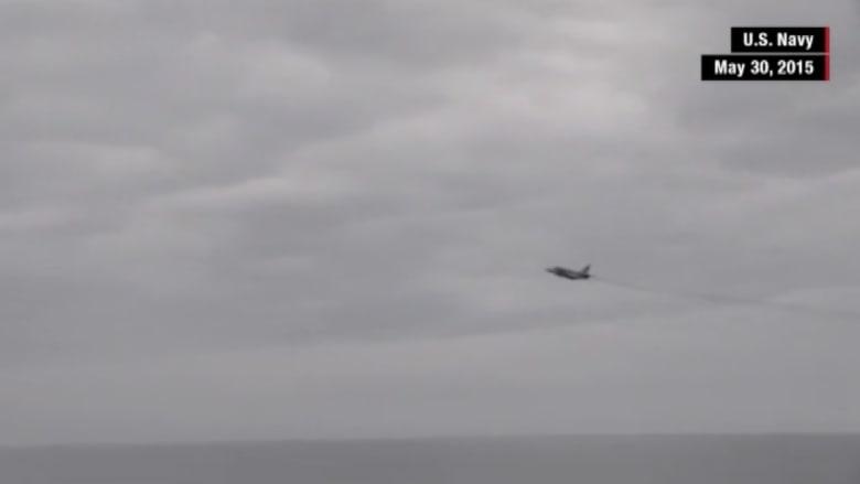 بالفيديو.. مقاتلة روسية تحلق فوق مدمرة أمريكية في البحر الأسود