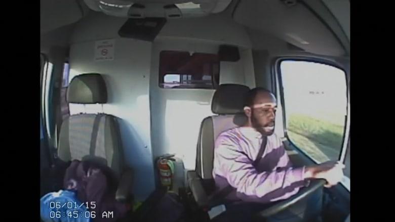 بالفيديو.. مطاردة الشرطة لسجين هرب بسيارة إسعاف
