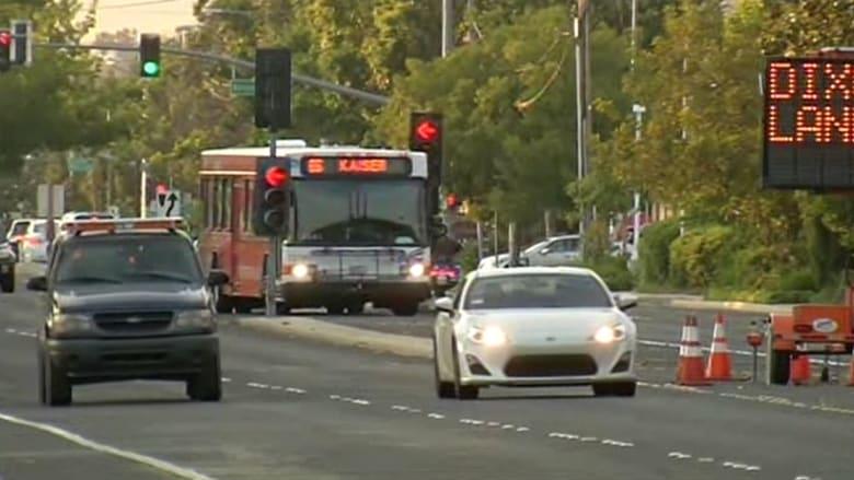 بالفيديو.. ذكاء سائق حافلة ينقذ طفلا مخطوفا بأمريكا