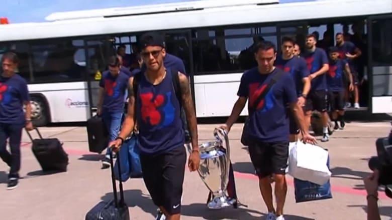 بالفيديو.. عمالقة برشلونة يعودون إلى إسبانيا بالكأس الخامسة لأبطال أوروبا
