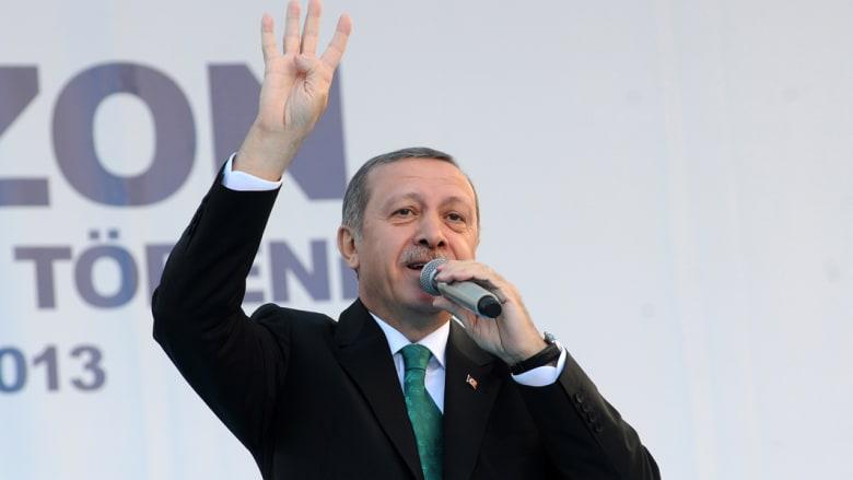 """أردوغان يرفع شارة """"رابعة"""" التي استخدمها أنصار الرئيس المصري المخلوع محمد مرسي"""