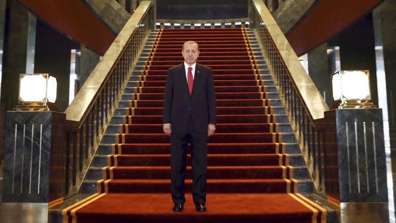 أردوغان داخل قصر الرئاسة الجديد والذي أثير الكثير من الجدل حوله