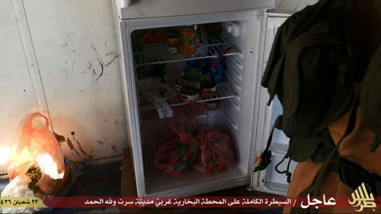 داعش يزعم سيطرته على كامل مدينة سرت بليبيا.. وينشر صورا لعناصره بداخل محطة طاقة