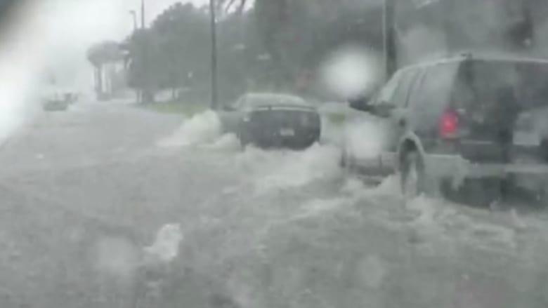 بالفيديو.. أمطار غزيرة تتسبب بفيضانات عارمة تشل فلوريدا