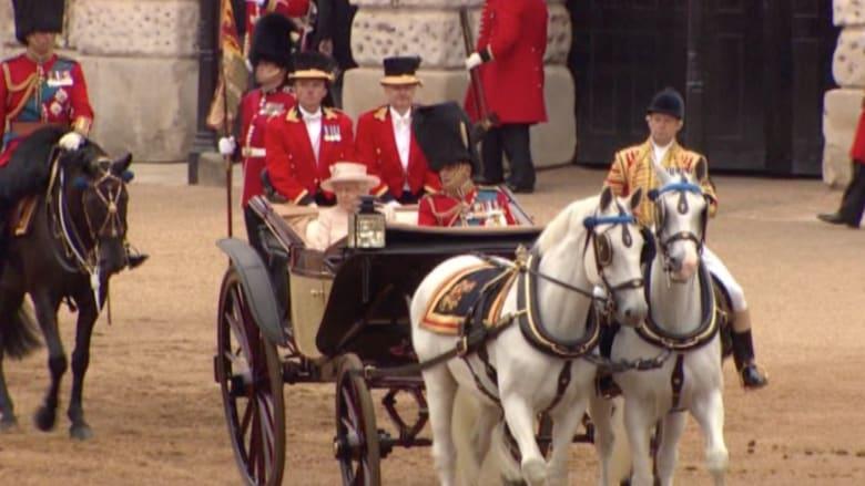 بالفيديو.. الملكة إليزابيت تحتفل بعيد ميلادها الـ89 بعرض عسكري مذهل في لندن
