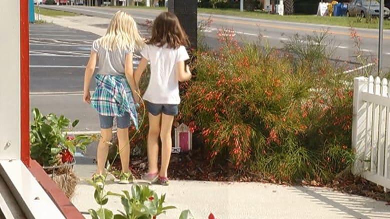 فنانان غامضان بأمريكا يذهلان الأطفال بأبواب سرية