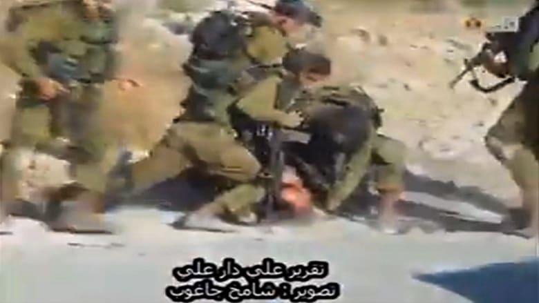 بالفيديو .. غضب بعد فيديو لجنود إسرائيليين يضربون ويشتمون فلسطينيا مصابا بالصرع