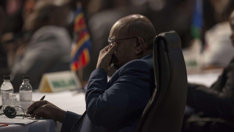 منع البشير من مغادرة جنوب إفريقيا.. أمريكا: قلقون من سفره للمشاركة بالقمة والخرطوم: محاولات الجنائية فشلت