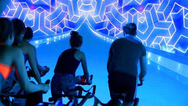 عالم افتراضي داخل صالات الرياضة.. هل هذه ثورة اللياقة البدنية؟