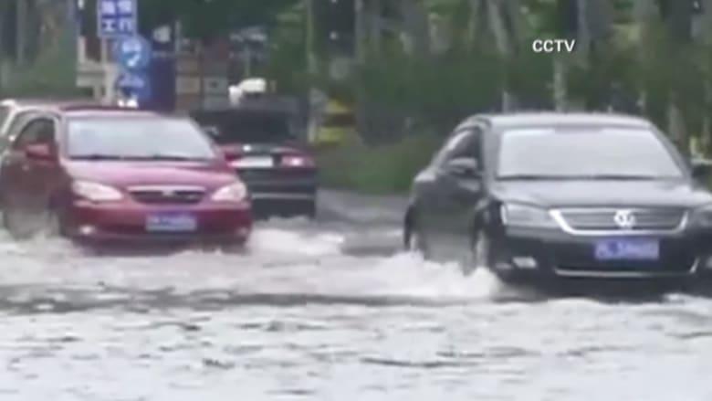 بالفيديو.. شاهد كيف تحولت شوارع شنغهاي إلى أنهار