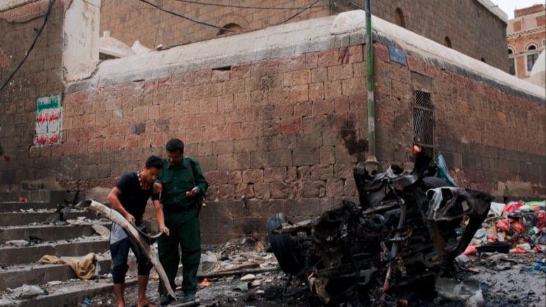 بالفيديو: مقتل ثلاثة أشخاص على الأقل في تفجير أمام مسجد قبة المهدي في صنعاء