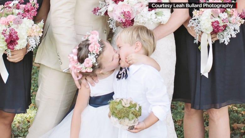 صورة تقبيل طفلة في الرابعة لصديقها تنتشر على مواقع التواصل الاجتماعي