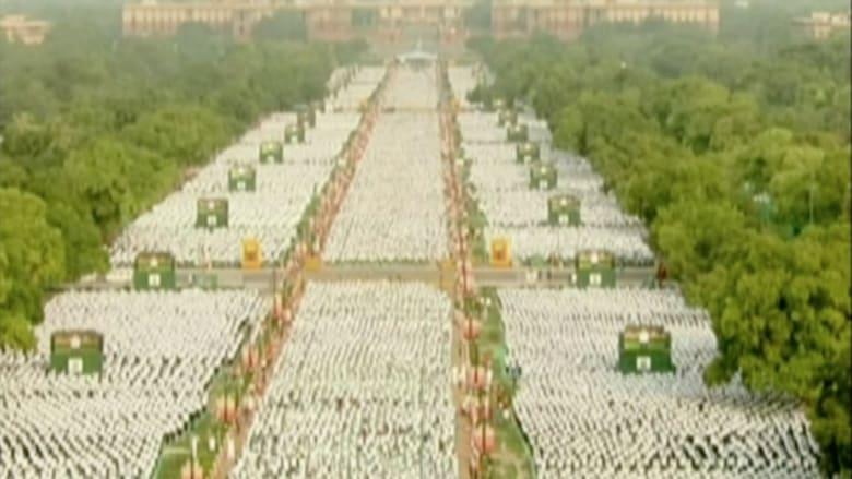 بالفيديو.. آلاف حول العالم يحتفلون بأول يوم عالمي لليوغا