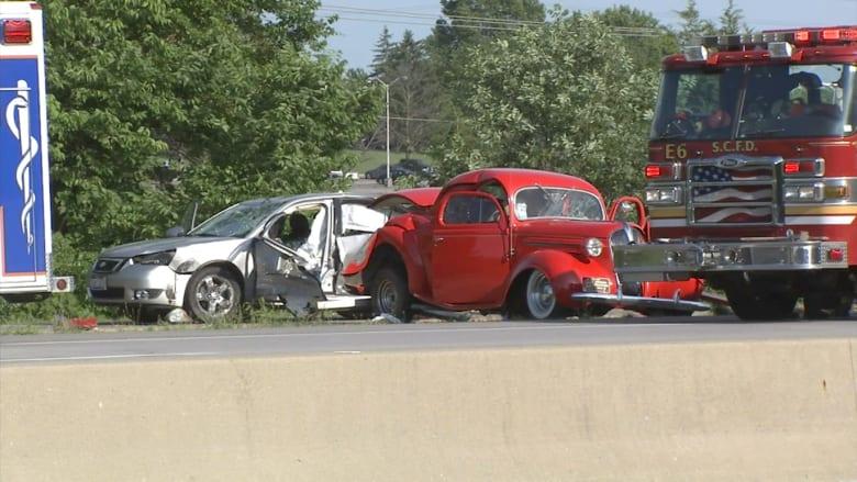 حادث غريب بسيارة كلاسيكية ينتهي بمقتل عجوز وزوجته