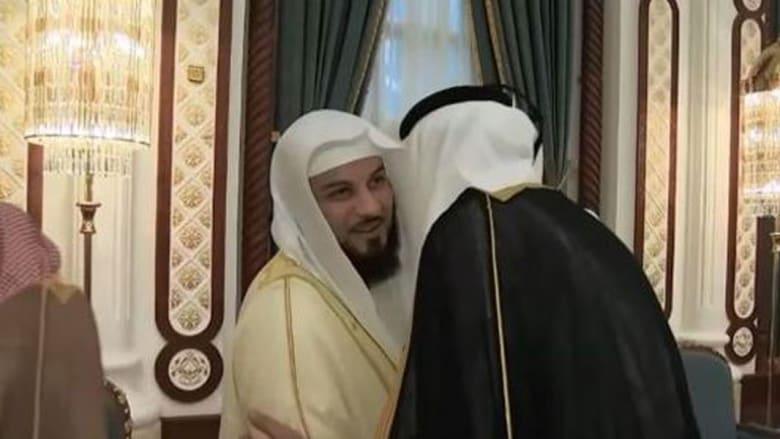 العريفي يصافح أمير قطر