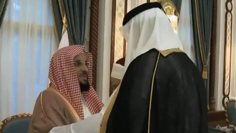 أمير قطر يصافح القرني