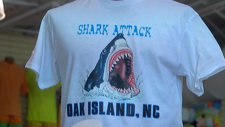 متجر بأمريكا يثير حفيظة السكان بعد اتهامه ببيع تذكارات لهجمات أسماك القرش