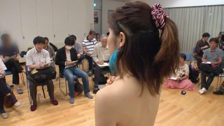 """يحدث باليابان: رجال """"عذارى"""" بمنتصف العمر.. والحكومة قلقة وتريد حلا"""