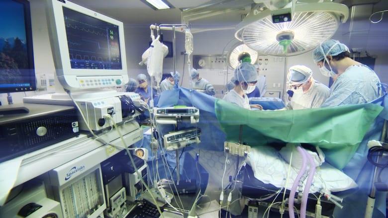 """تعويض كبير لمريض سجّل سخرية الأطباء منه بعملية في مكان """"حساس"""""""
