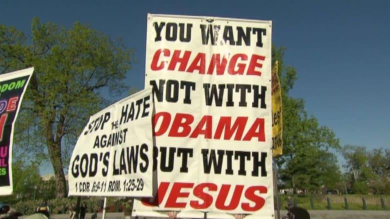 بالفيديو.. معارضون ينتقدون أوباما على تأييده زواج المثليين.. هل حقاً انتصر الحب بأمريكا؟