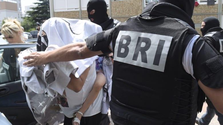 في فرنسا: رأس مقطوع ومعلق على السياج بين رايتين إسلاميتين.. من هوياسين صالحي؟