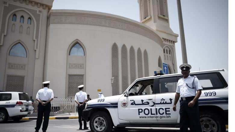 بعد تفجير المسجد بالكويت .. البحرين تعزز الأمن عند دور العبادة وتستعين بمتطوعين