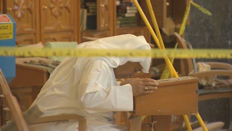 "CNN داخل مسجد ""الصادق"" بالكويت تروي قصص الناجين والضحايا"