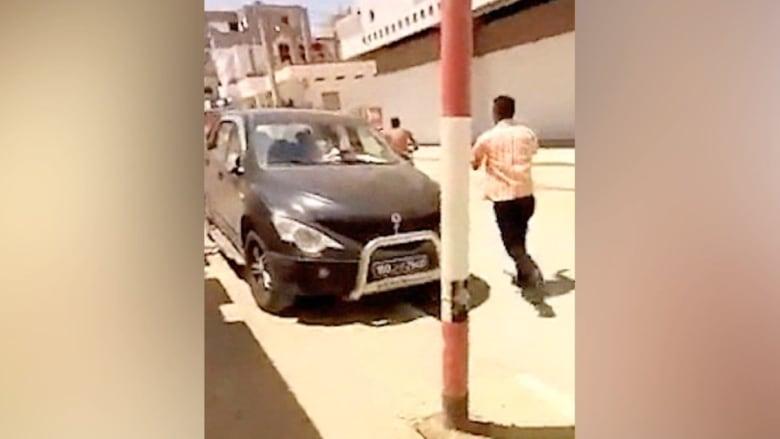 """لحظة بلحظة في فيديو مصور.. آخر دقائق من حياة منفذ """"هجوم تونس"""""""