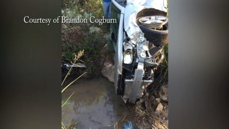 جدة شجاعة تنجو من حادث سيارة حجزها بمفردها في واد ليومين