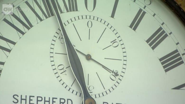 """العالم ينجو.. دقيقة """"مكونة من 61 ثانية"""" تكاد تدمر الانترنت وأجهزة الكمبيوتر"""