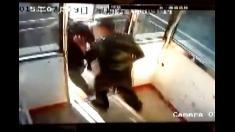 بالفيديو .. شاهد ردة فعل الصينيين على هزة أرضية سجلتها الكاميرات