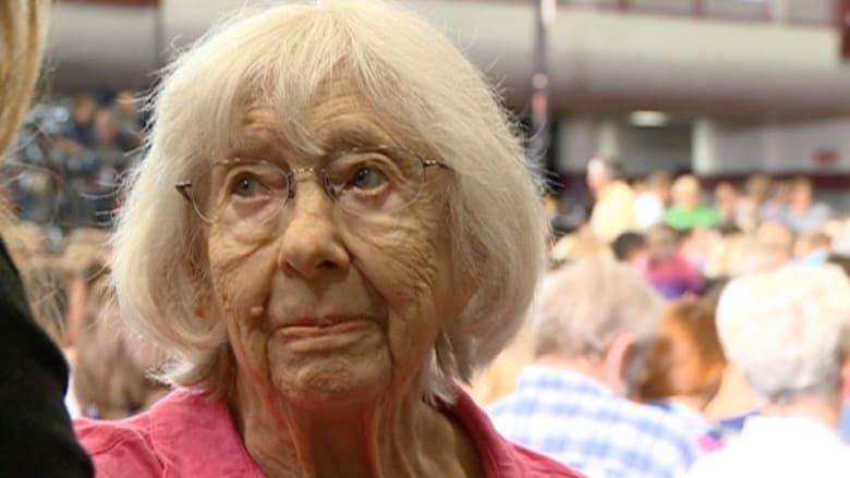 """بالفيديو.. مسنة قابلت 6 رؤساء أمريكيين وتنتظر """"الرئيسة القادمة"""""""