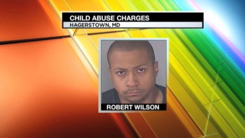 طفل في الـ 9 من عمره يتعرض للتكبيل ولضرب مبرح لتناوله كعكة دون إذن