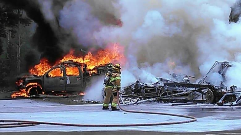 بالفيديو: انفجار كبير بعد سقوط مروحية.. وشهود ينتشلون الضحايا من بين النيران