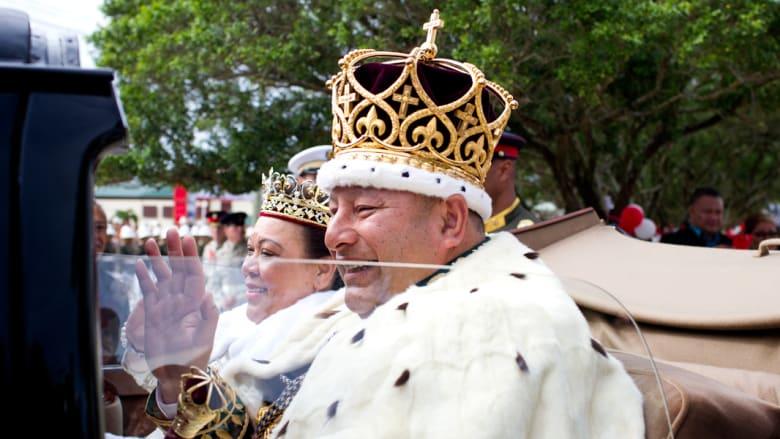 الملك والملكة ناناسيبواو في طريقهما الى القصر الملكي